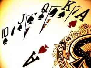 como jugar al poker